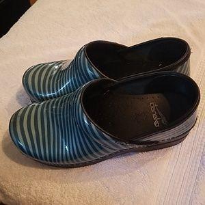 Dansko wave blue patent clogs mules
